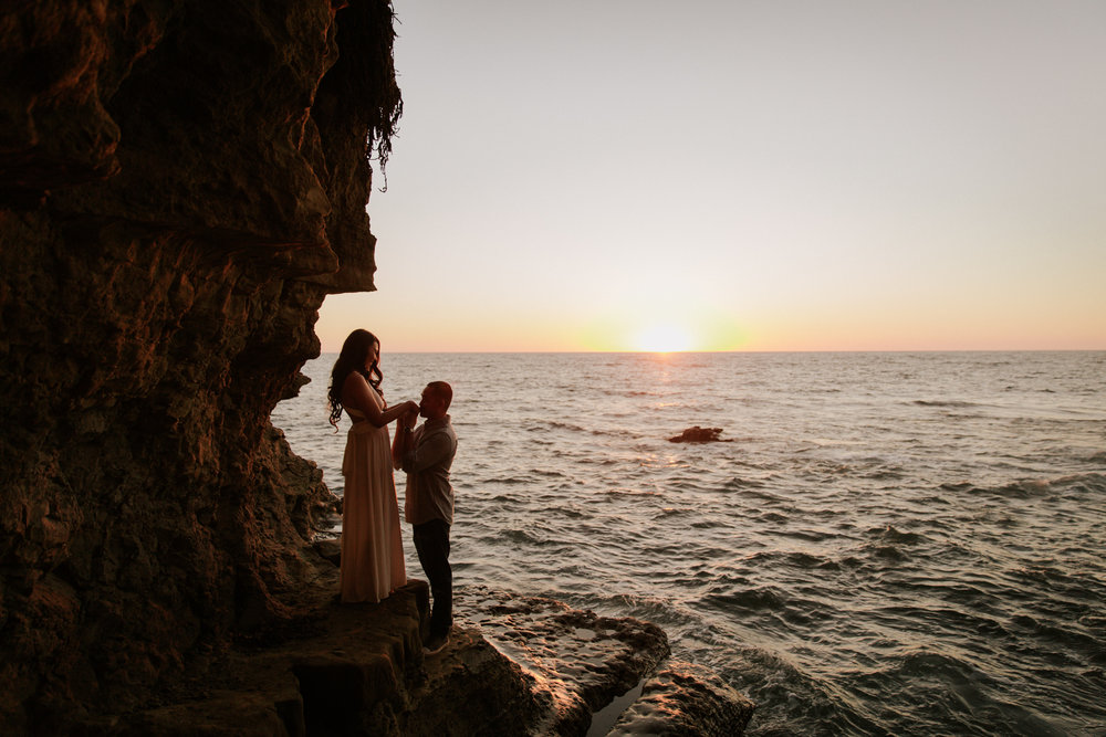 Sunset Cliffs engagement in Ocean Beach by San Diego photographer Paige Nelson